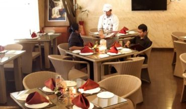 Restaurants can't force you to pay service charge: Government